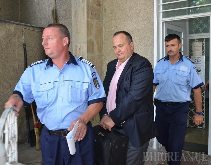 Doi oameni de afaceri şi un director general din Ministerul Economiei, reţinuţi de DNA Oradea
