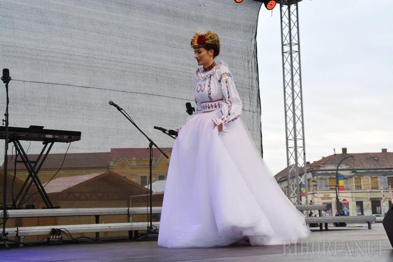 Rochia Centenar: Un designer din Oradea a creat o rochie dedicată Marii Uniri (FOTO/VIDEO)