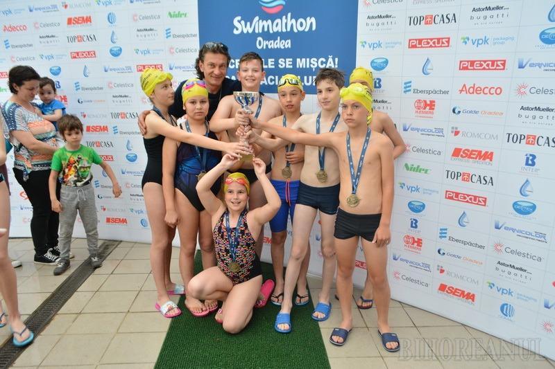 Sute de orădeni la Swimathon: Concurenţii s-au întrecut înotând pentru 26 de cauze caritabile (FOTO / VIDEO)