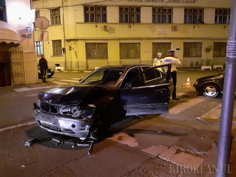 Accident în centrul Oradiei: Un BMW s-a ciocnit cu un Opel (FOTO)