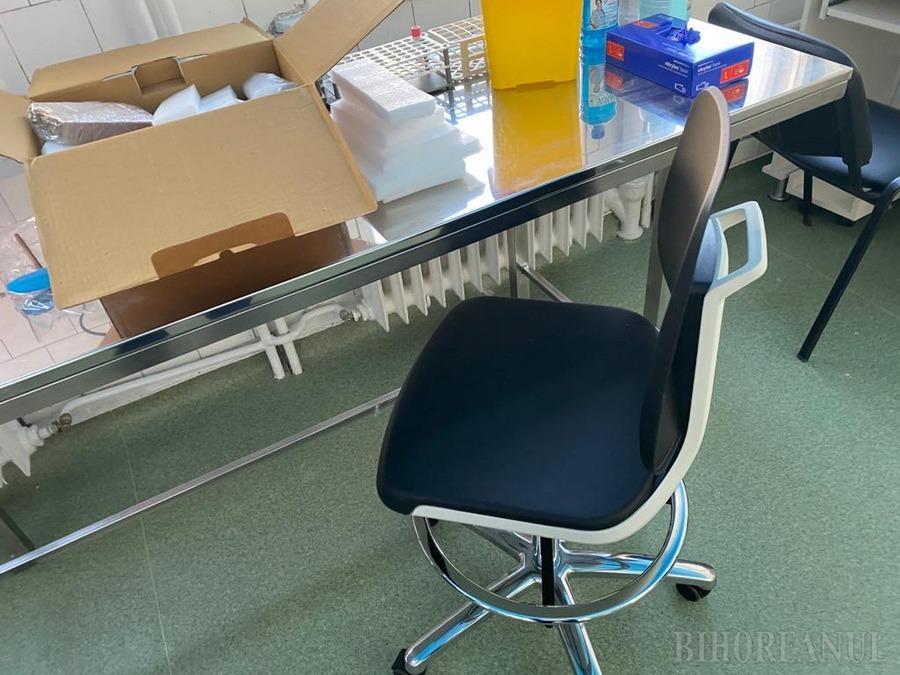 Capacitatea de testare Covid din Oradea se dublează: al doilea analizor PCR a fost instalat într-un laborator al Spitalului Judeţean (FOTO)