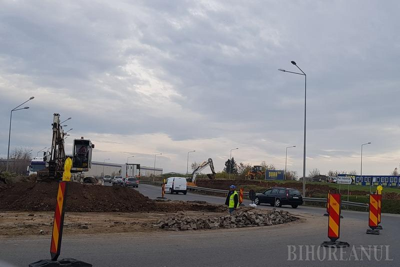 Lucrările la noua girație de pe Centura Oradiei au provocat cozi de maşini de sute de metri (FOTO / VIDEO)