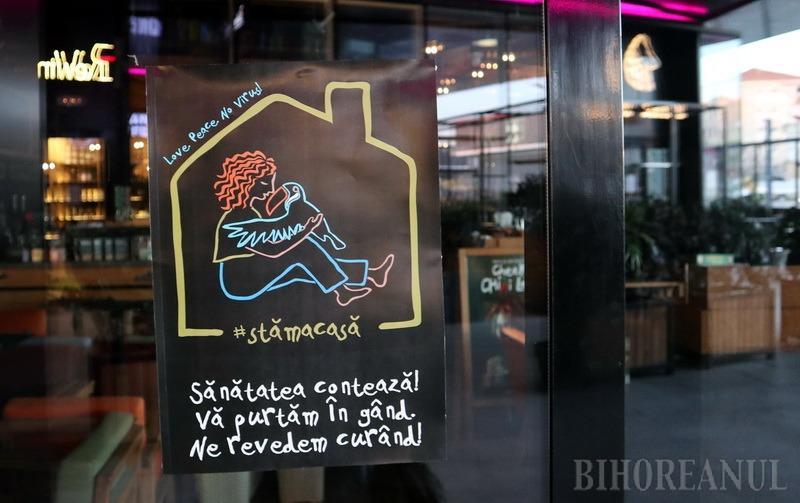 """Afiş optimist la intrarea unul local închis din Oradea: """"Ne revedem curând!"""""""