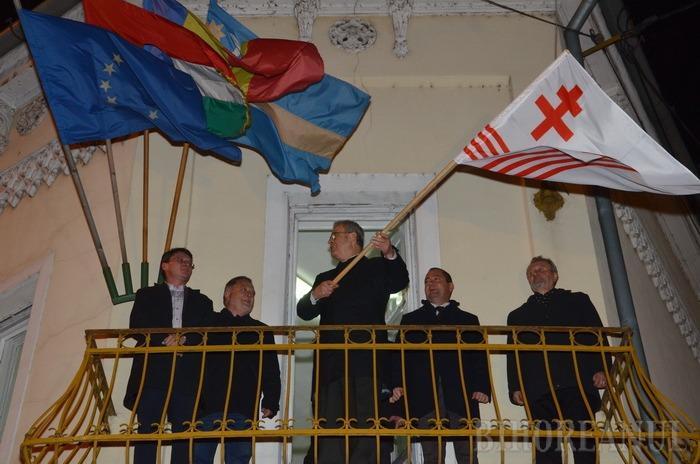 Laszlo Tokes a arborat drapelul regiunii Partium la sediul biroului său de europarlamentar (FOTO/VIDEO)