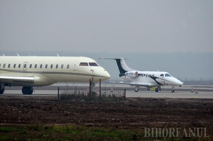 Imagini în premieră: Oaspeţii lui Ţiriac au umplut Aeroportul Oradea cu avioane! (FOTO)