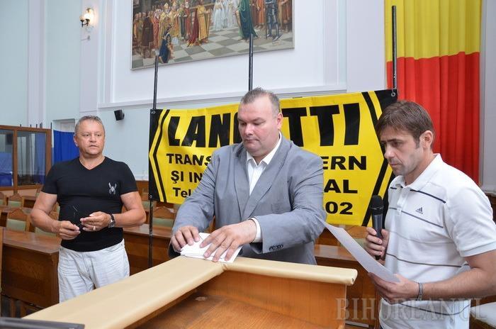 Echipele de juniori I și II ale clubului Crișul, premiate, pentru titlul național obținut (FOTO)