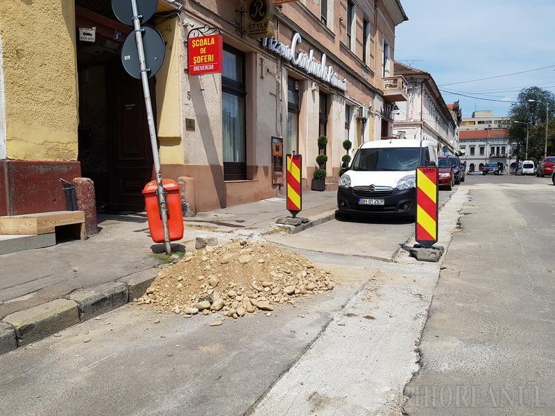 Ne enervează: Un depozit de ziare din Oradea a fost inundat, iar Compania de Apă a rezolvat problema abia după trei zile (FOTO / VIDEO)