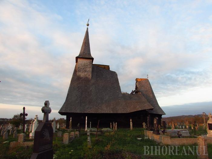 Biserica de lemn din Sebiş