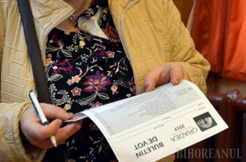 Urna s(c)apă turma: Bugetare participativă cu buletine de vot completate, la Liceul Ghibu din Oradea