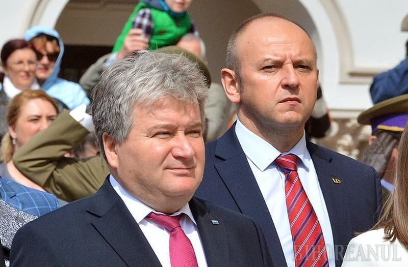 Fost decan al Facultăţii de Inginerie Energetică, Gabriel Bendea (foto dreapta) a intrat în echipa de conducere a Universităţii în 2017, când rectorul Constantin Bungău (stânga) l-a numit prorector