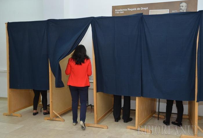 Alegeri la Universitate: Profesorii şi studenţii, chemaţi să-şi voteze reprezentanţii în Senat