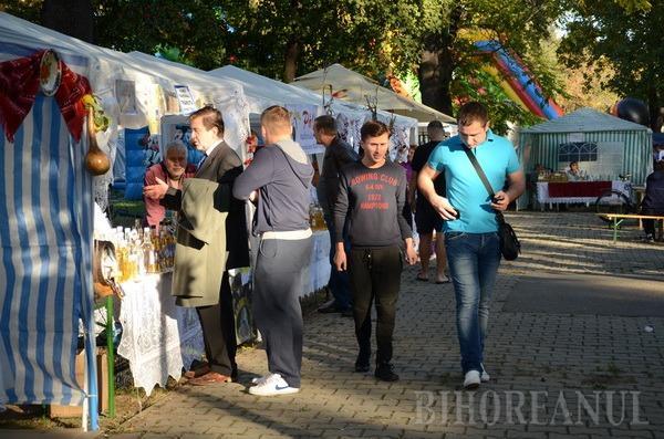 Târgul Pălincarilor a atras mii de orădeni în Parcul Bălcescu (FOTO)