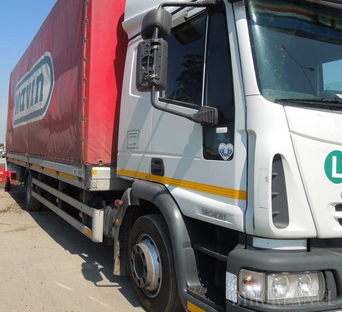 Şoferul unei firme de transport din Oradea, anchetat fiindcă a vândut jantele şi cauciucurile maşinii
