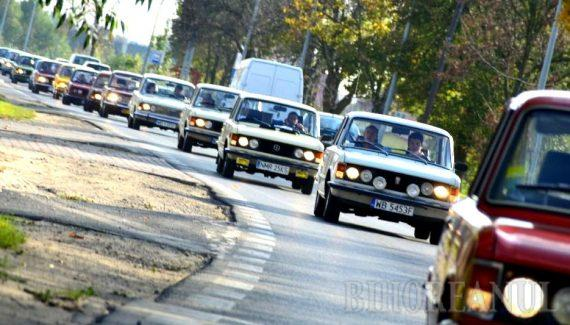 Nostalgie: O caravană de polonezi cu Dacii şi Polski Fiat va trece prin Oradea, refăcând traseul spre Litoralul românesc din anii '70-'80