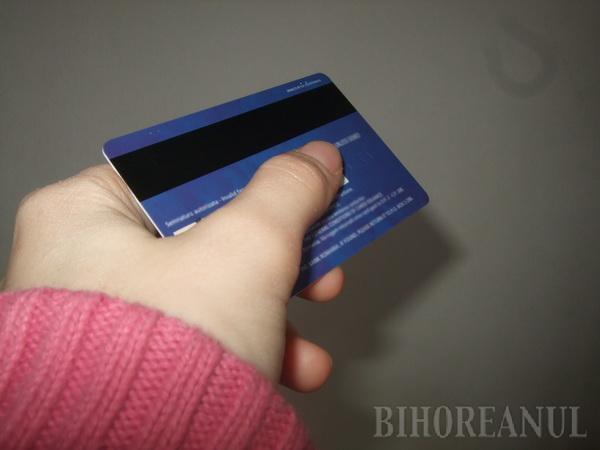 Tâlhar fără minte: A dat cardul bancar farmacistei pe care apoi a atacat-o