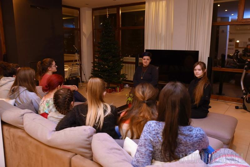 Casa meritelor: Un grup de fete cuminţi de la țară sunt ajutate de o asociație norvegiană să-și continue studiile la Oradea (FOTO)