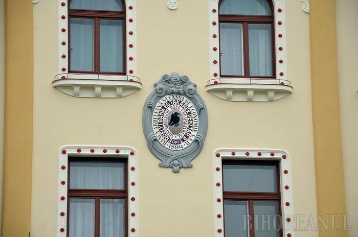 Pe jumătate gata. Faţada casei Poynar dinspre Teatrul Regina Maria a fost reabilitată (FOTO)
