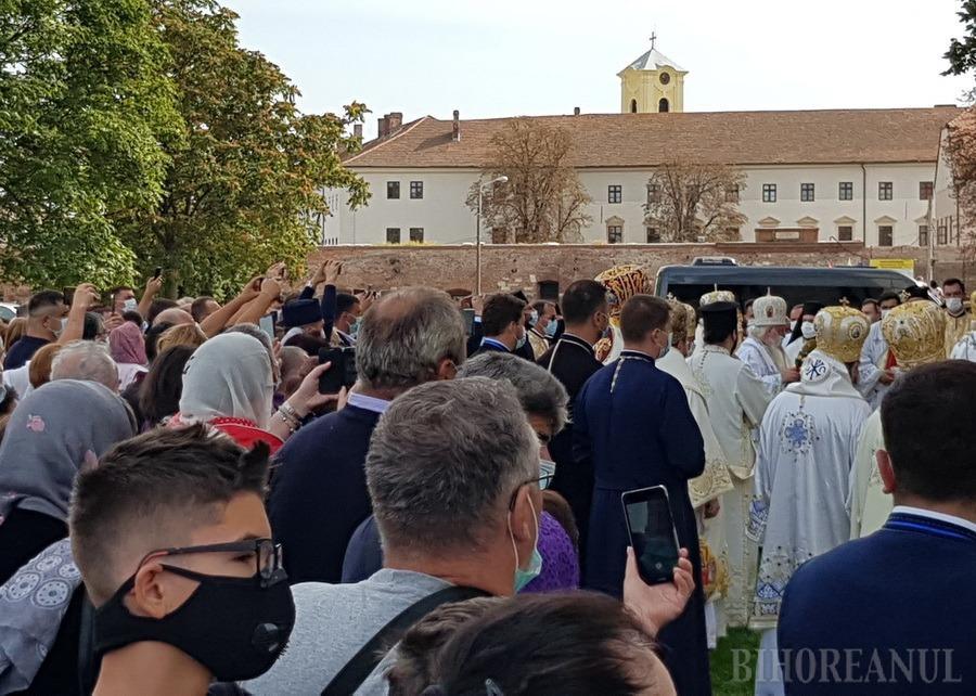 Patriarhul Daniel sfinţeşte Catedrala ortodoxă din Oradea. O mulţime de credincioşi participă la slujbă (FOTO / VIDEO)