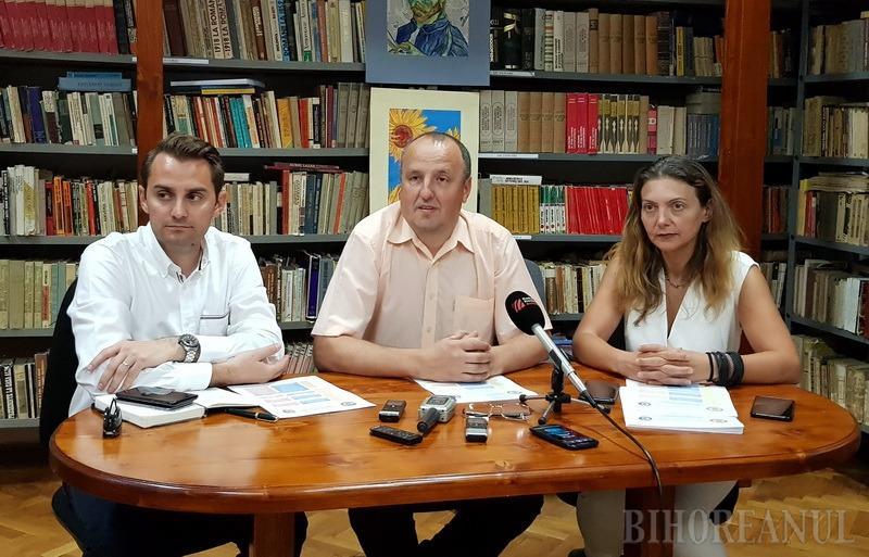 Programul Centenarului Colegiului Emanuil Gojdu a fost prezentat de directorul APTOR, Mihai Jurca (stânga), directorul şcolii Florin Nicoară (centru) şi directorul adjunct al colegiului, Anca Mile (dreapta)