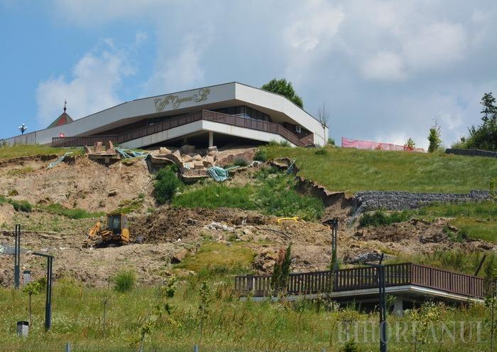 Dealul Ciuperca va fi consolidat de firma care a lucrat la extiderea podului Densuşianu