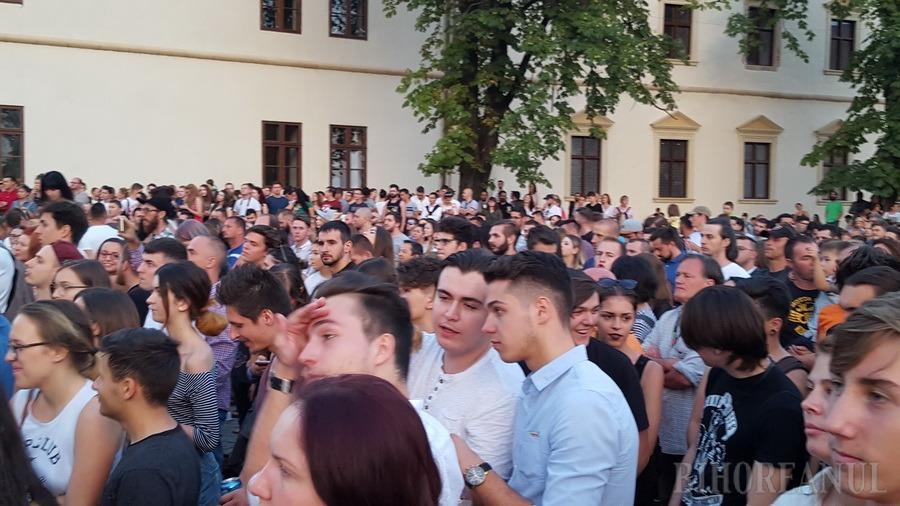 Subcarpaţi şi-a prelungit cu aproape o oră concertul de la Oradea. Cetatea, plină de tineri care au cântat cu artiştii fiecare piesă! (FOTO / VIDEO)
