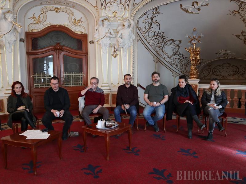 """""""Revizorul"""" la Teatrul Regina Maria: Orădenii, invitați la premiera comediei satirice în care """"toate partidele se vor regăsi"""" (FOTO / VIDEO)"""