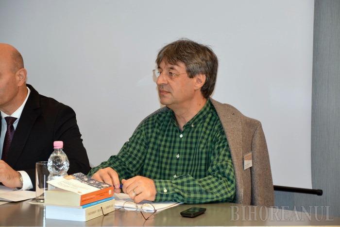 Mass-media şi istoria recentă: Jurnalişti şi istorici din trei ţări dezbat la Oradea cum devin articolele de presă istorie (FOTO)