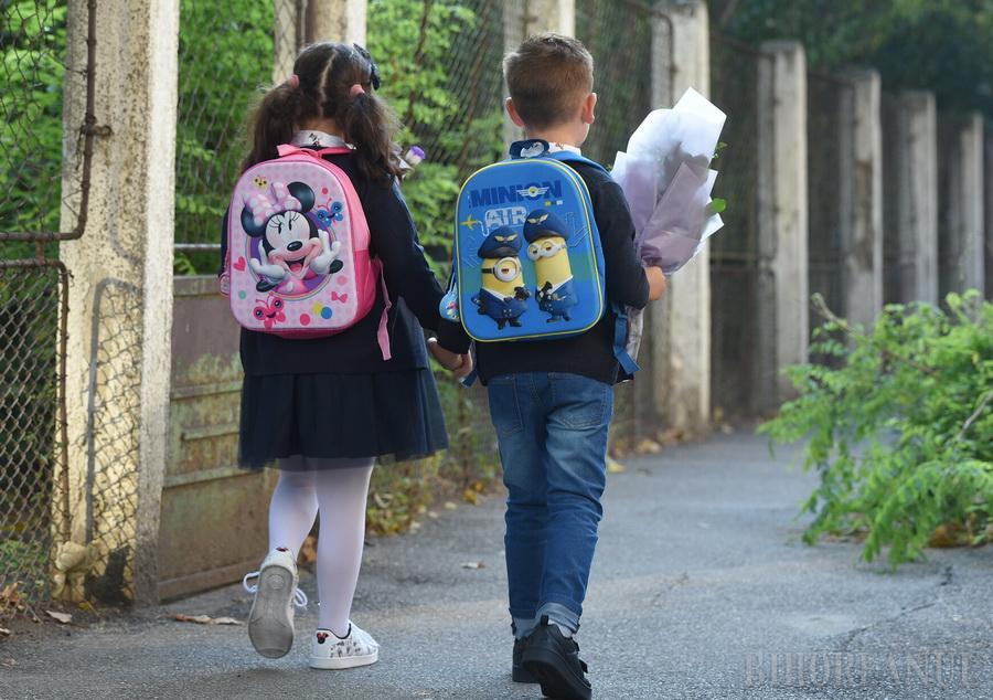 Acasă sau la şcoală? Unde vor învăţa elevii din Bihor săptămâna viitoare