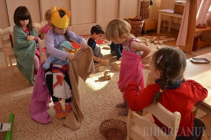Fiecare copil în grădiniţă: Din februarie, Guvernul le dă tichete de 50 de lei preşcolarilor săraci