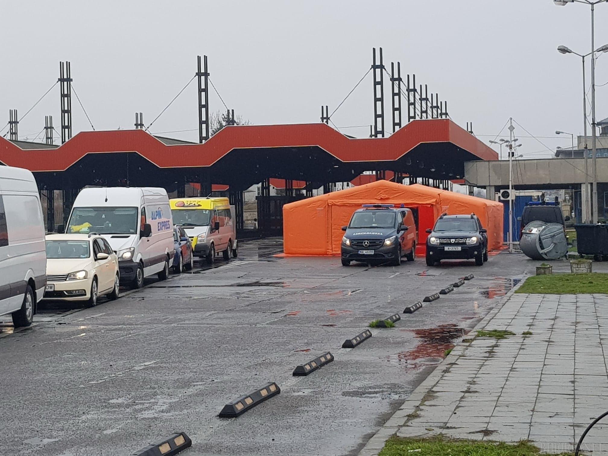 Autorităţile au amplasat un cort în vama Borş, pentru triajul persoanelor care intră în ţară