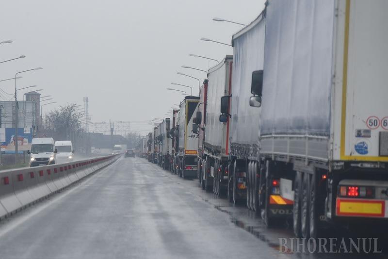 Un şofer de TIR din Galaţi care trebuia să stea izolat acasă a fost descoperit în Bihor. A primit o amendă de 20.000 lei