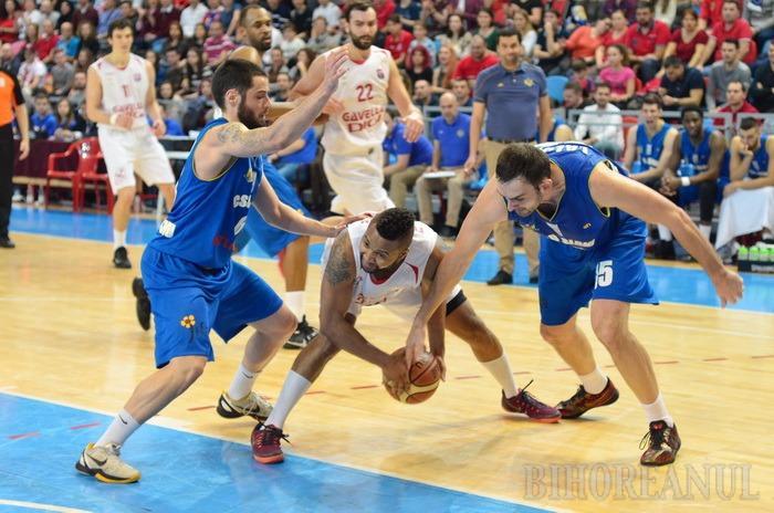 Baschetbaliştii de la CSM CSU Oradea joacă luni la Sibiu, cu CSU Atlassib, în primul joc din faza a doua a campionatului