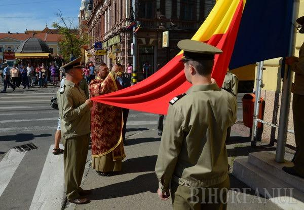 Drapelul tricolor, onorat la Oradea de oficialitati si
