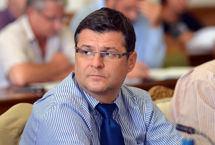 Fostul inspector şcolar Daniel Negrean (foto) şi-a câştigat dreptul de a fi director adjunct al Colegiului Economic Partenie Cosma din Oradea