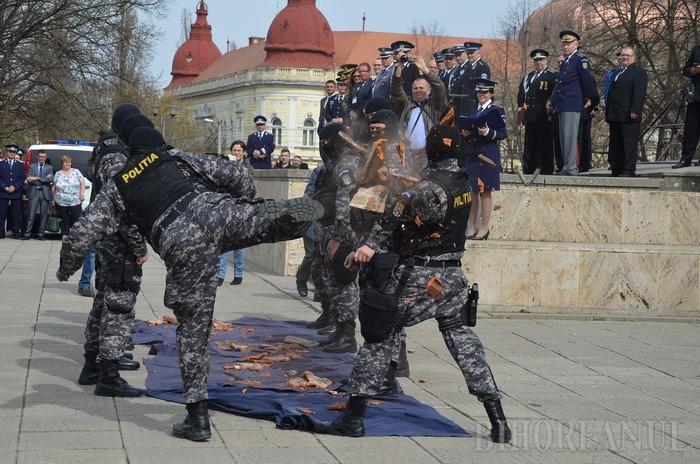 Începe Săptămâna Poliţiei Române. De ziua lor, poliţiştii bihoreni se iau la bătaie în Piaţa Unirii