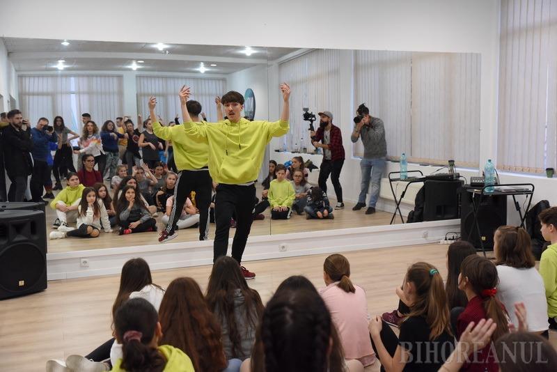 Școala lui Rengle: Orădenii pot învăța stiluri de dans în vogă sau chiar coregrafii de nuntă la noua școală NOW (FOTO / VIDEO)
