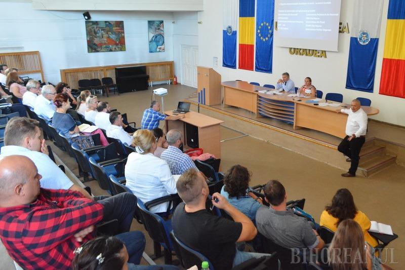 Cea de-a treia formă a Cartei a fost decisă în urma unor dezbateri publice organizate în Universitate şi după discuţii în Senatul academic