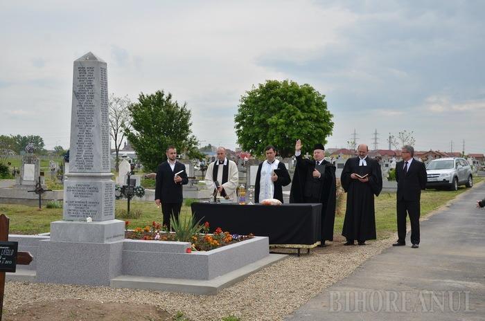 Troiţa ridicată în memoria morţilor din Olosig şi Seleuş, sfinţită de patru preoţi de confesiuni diferite (FOTO/VIDEO)