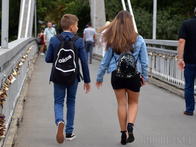 Ce preocupări au elevii de clasa a VIII-a din Bihor: 30% nu au citit nicio carte în ultimele două luni, tot atâţia ascultă manele, iar jumătate fac sport şi voluntariat