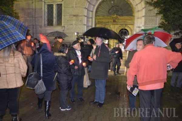 PPMT a protestat cu candele pentru retrocedarea în natură a clădirii în care a funcţionat Policlinica Mare (FOTO)