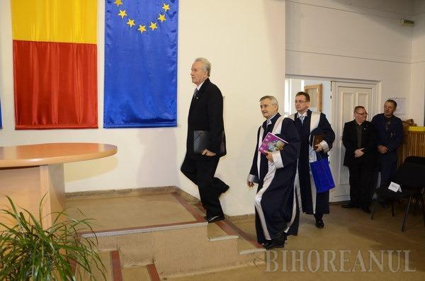 Istoricul Nicolae Edroiu a devenit Doctor Honoris Causa al Universităţii din Oradea (FOTO)