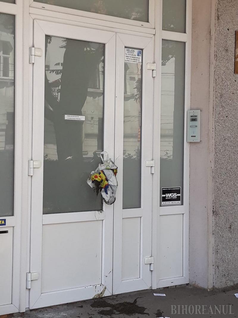 Ivanov loveşte din  nou! Pentru că a aruncat cu fecale pe sediul PNL Bihor, poliţiştii l-au dus la spitalul de nebuni (FOTO)