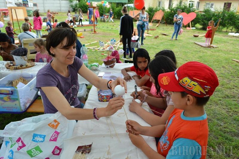 Lumea copiilor, la Festivalul Bakator de la Diosig: micuţii au luat cu asalt aparatele de joacă de la castelul Zichy (FOTO / VIDEO)