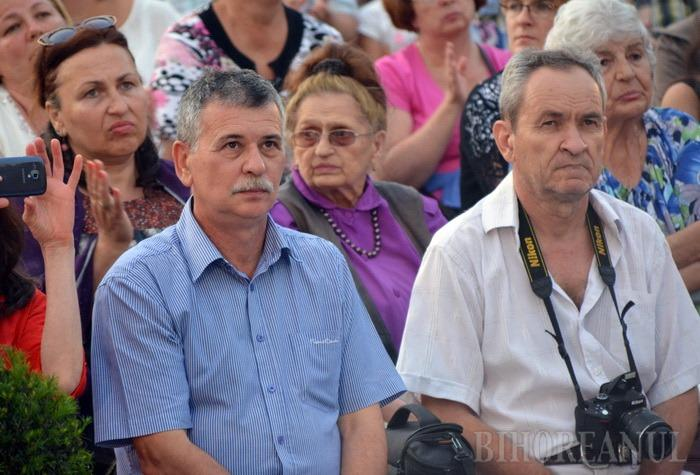 Orădenilor le place folk-ul! Ducu Bertzi a umplut Teatrul de Vară din Cetate (FOTO/VIDEO)