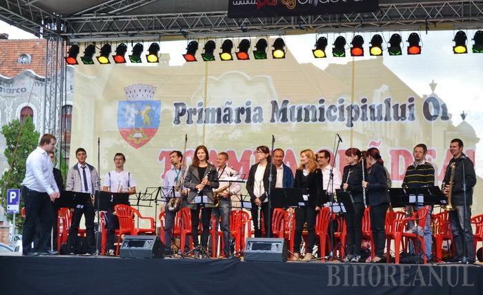 """Oradea, """"colorată"""" cu un festival de muzică de promenadă, clasică, de dans şi jazz"""