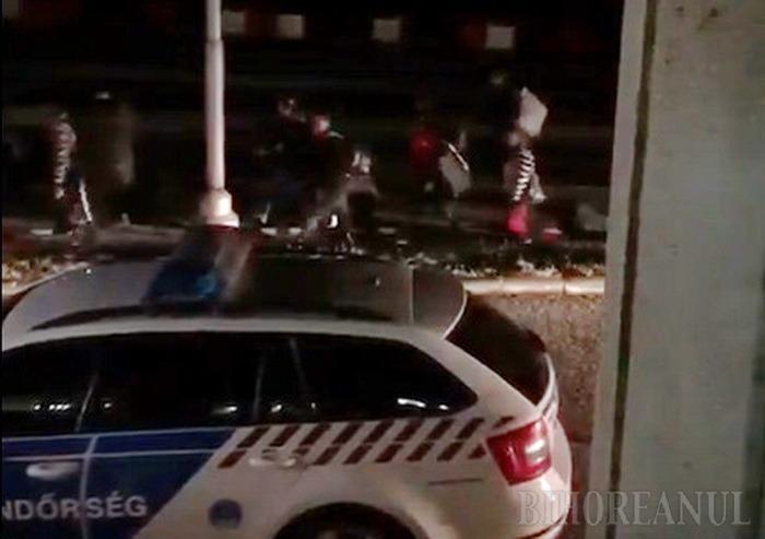 În cârd la Vama Borş: Un grup de 27 de bihoreni au trecut, miercuri noaptea, pe jos, graniţa în România(VIDEO)