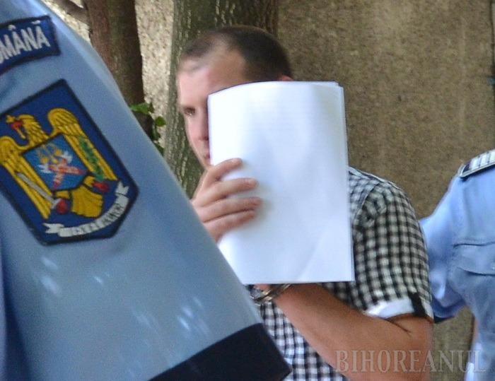Poliţistul de frontieră reţinut de procurorii DNA lua şpagă în bani, alimente şi... bilete la loto!