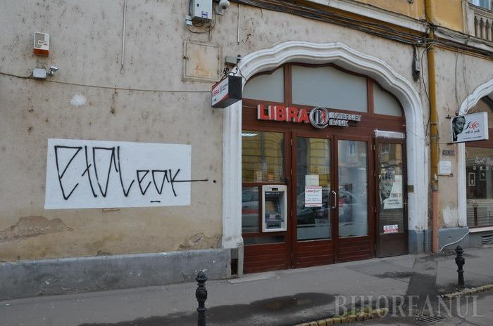 Oradea mâzgălită: Obsedaţii de graffiti atacă şi clădirile proaspăt reabilitate ale Oradiei (FOTO)