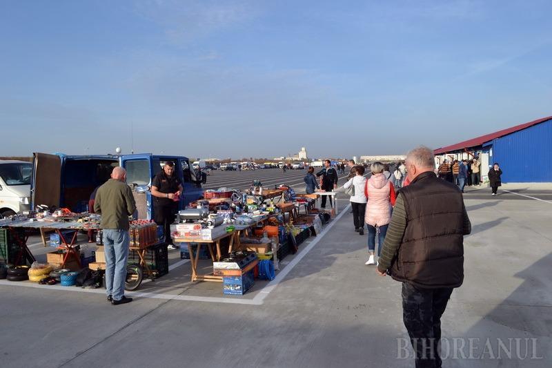 Comercianţi puţini, plângeri multe. Piaţa de vechituri de peste drum de cartierul Europa a fost inaugurată (FOTO/VIDEO)