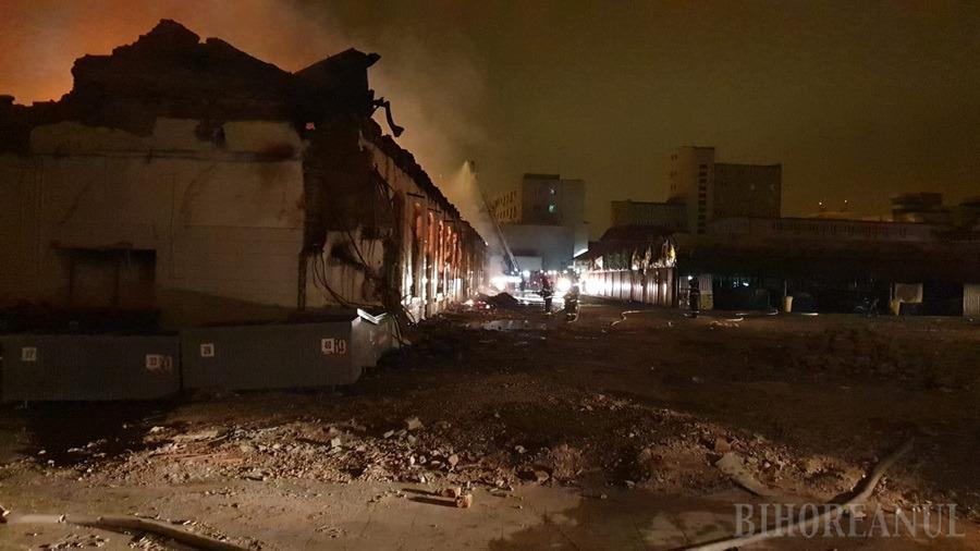 Piața Mare din Oradea a luat foc! Hala veche, cuprinsă de un incendiu uriaș (FOTO / VIDEO)